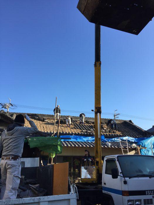 屋根工事着工