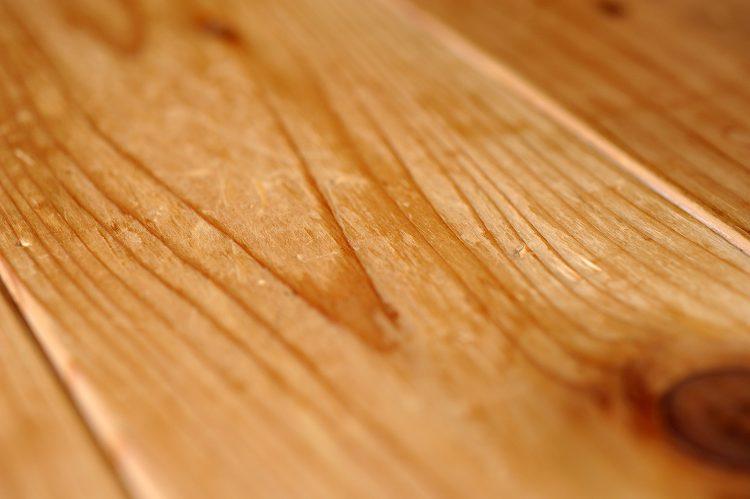 ヒノキの床板の浮造り