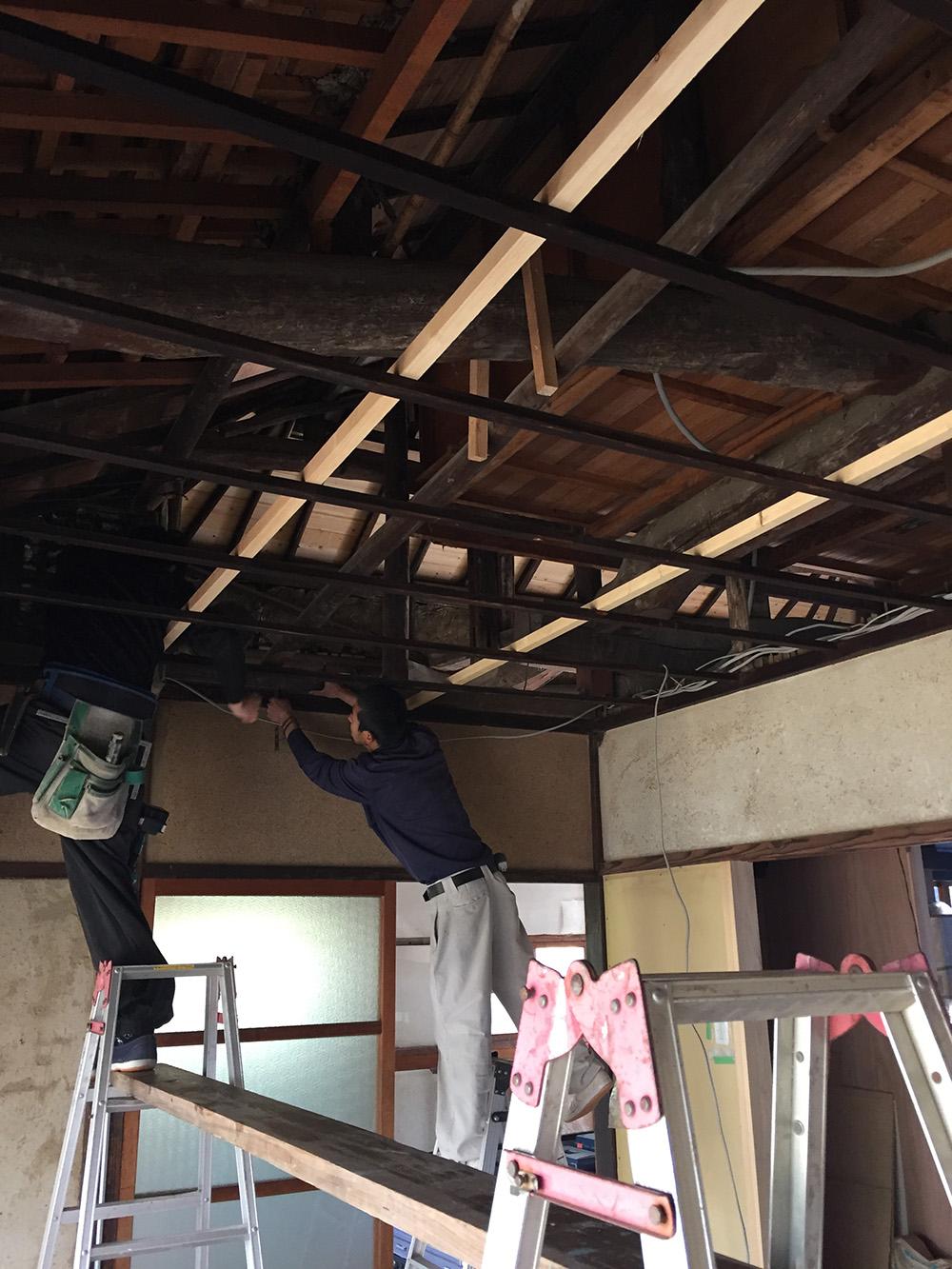 天井板の張り替え