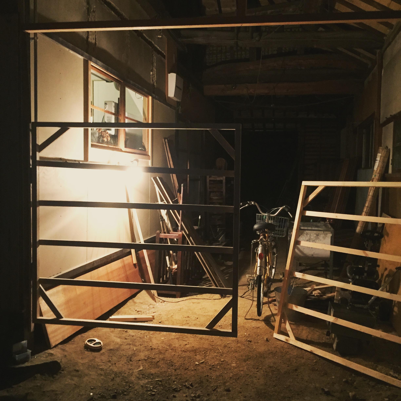 玄関につけた牛小屋みたいな柵
