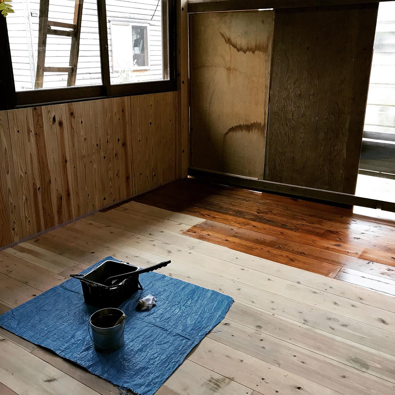 床の足場板を着色