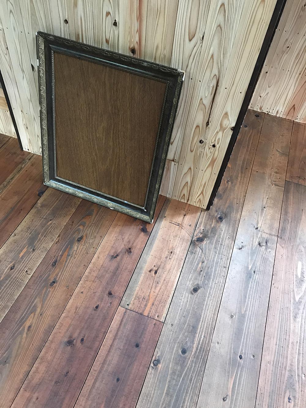 床板を着色