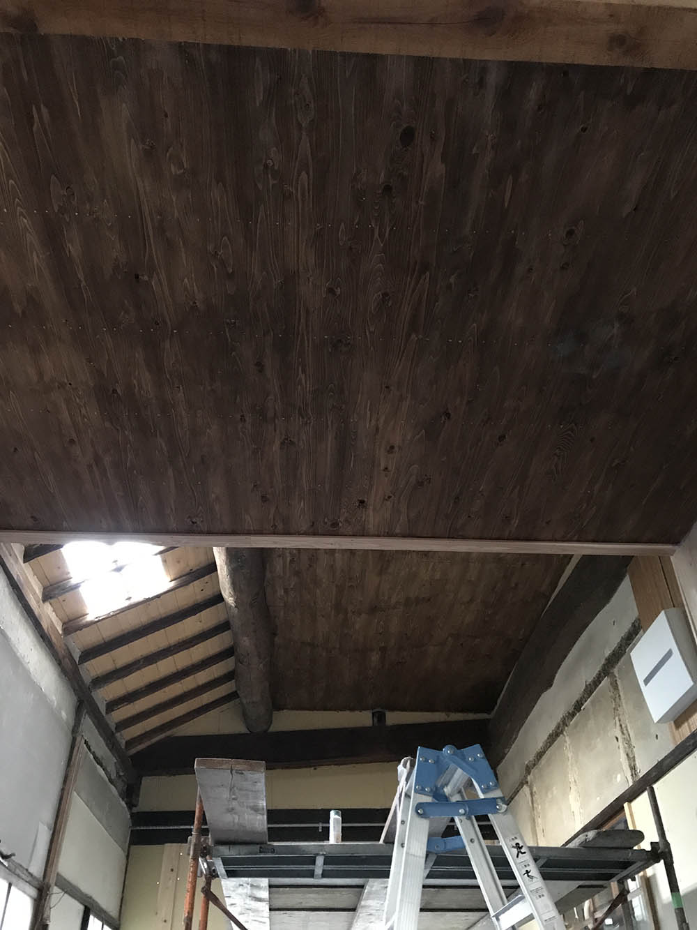 天井板の塗装