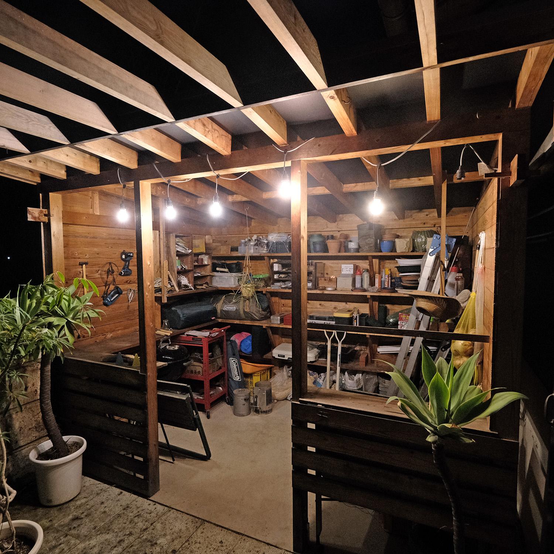 タコ焼き屋っぽい道具小屋