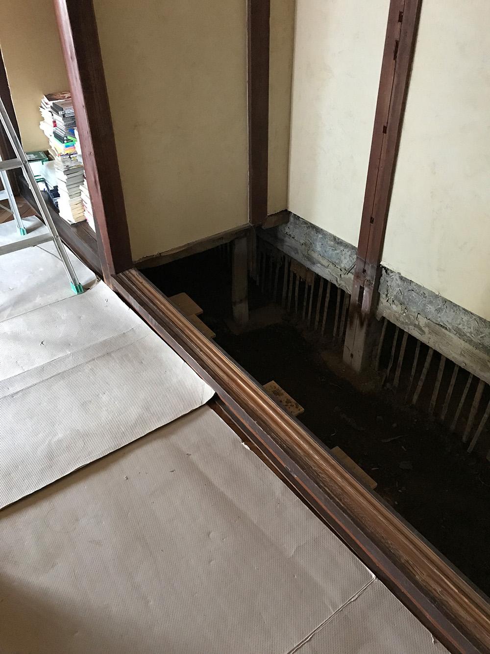 押し入れの床下